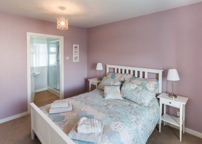 6-pier-road-en-suite-bedroom