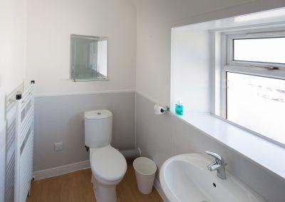 6-pier-road-en-suite-bedroom-bathroom-2
